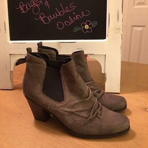 Paul Green Chelsea Distressed Gray Ankle Boots 9